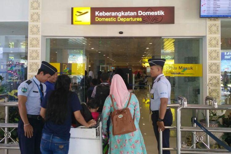 Suasana penumpang di Bandara Ngurah Rai, Sabtu (4/3/2017).