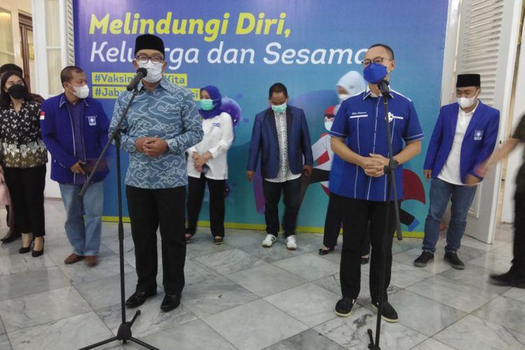 Sekjen DPP Partai Amanat Nasional (PAN) Eddy Soeparno berkunjung ke rumah dinas Gubernur Jawa Barat Ridwan Kamil di Bandung, Jumat (5/3/2021). Eddy datang bersama para anggota DPR RI dan pengurus PAN Jabar.