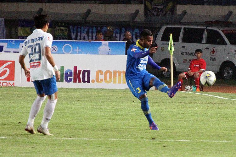 Bek Kiri Persib Bandung, Ardi Idrus.