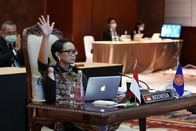 Menteri Luar Negeri Retno LP Marsudi saat menghadiri Pertemuan 25th Meeting of the ASEAN Coordinating Council (ACC) secara virtual, Kamis (9/4/2020).