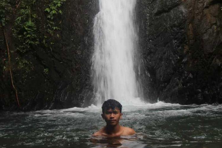 Air terjun Wae Empo Romeng dan Sunsa Kompol yang sangat eksotis di Lereng Bukit Poso Kuwuh atau Poco Kuwus di Lembah Ranggu,Kolang, Kecamatan Kuwus, Kabupaten Manggarai Barat, NTT, Rabu, (21/10/2020). (KOMPAS.com/MARKUS MAKUR)