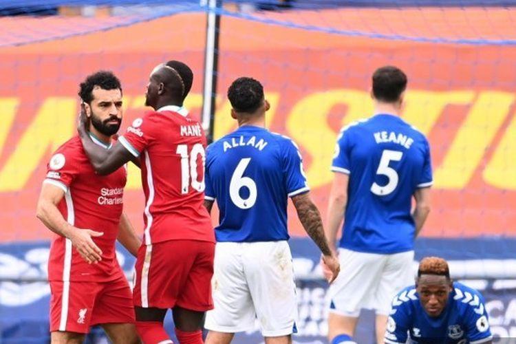 Sadio Mane dan Mohamed Salah merayakan gol ke gawang Everton pada laga Liga Inggris, Sabtu (17/10/2020).