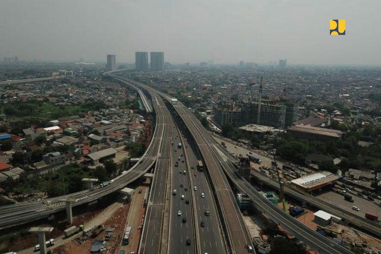 Penutupan sementara ini dalam rangka penggantian nama Jalan Tol Layang Jakarta-Cikampek (Japek) II Elevated yang telah diresmikan Presiden Joko Widodo (Jokowi) pada Desember 2019, serta merujuk Surat Izin Menteri PUPR Nomor BM.07.02-Mn/635, tanggal 8 April 2021.