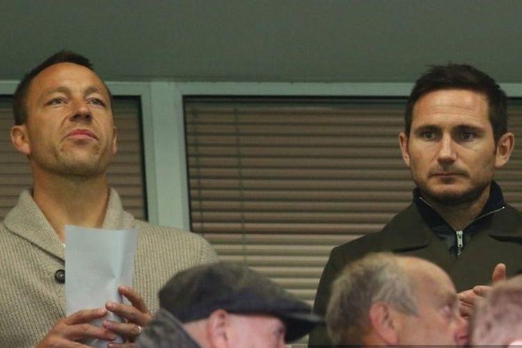 Frank Lampard dan John Terry terlihat selama Final FA Youth Cup, leg kedua antara Chelsea dan Manchester City di Stamford Bridge