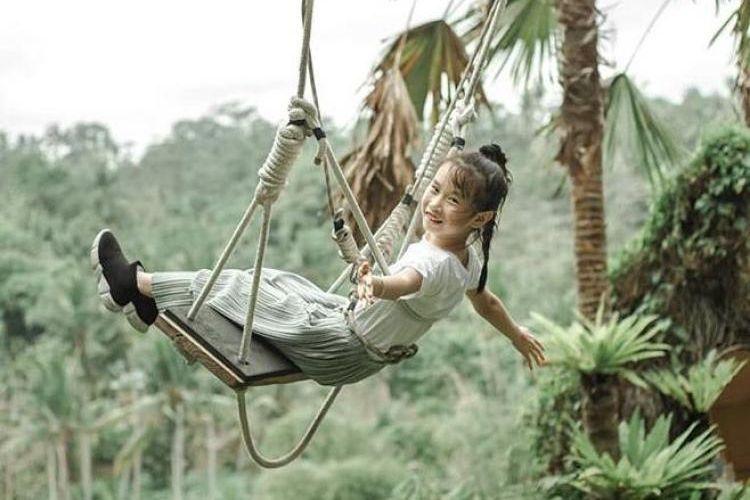 Desa Swing merupakan salah satu Objek Wisata yang menawarkan Swing (ayunan raksasa) sebagai fasilitas utamanya