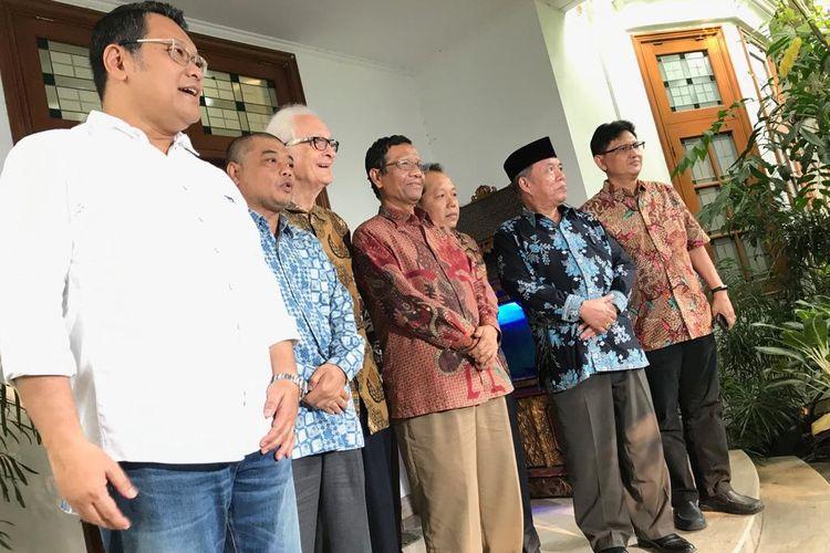 Sejumlah tokoh yang menamakan diri Suluh Kebangsaan, Jumat (17/5/2019) siang, bersilaturahim ke kediaman Ketua Umum PDI Perjuangan Megawati Soekarnoputri di Jalan Teuku Umar, Menteng, Jakarta Pusat.