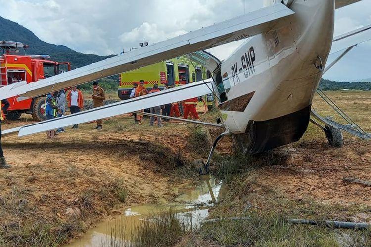 Pesawat smart cargo jenis karavan bermuatan BBM solar dari Tarakan tergelincir di Bandara Yuvai Semaring Krayan akibat rem blong
