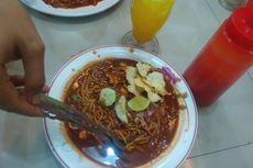 Mencoba Mi Aceh di Warung Rhumbia Lhokseumawe, Topping Daging Sapi sampai Kepiting