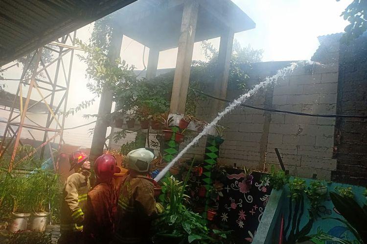 Kebakaran di kawasan Kamal, Cengkareng, Jakarta Barat terbakar Rabu (12/2/2020) siang