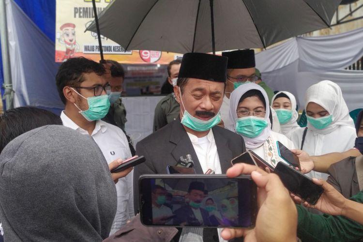 Cabup Sumenep Fattah Jasin mencoblos menggunakan data pemilih tambahan di TPS 2 Kelurahan Kepanjin.