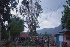 Tak Terima Rekannya Ditangkap Polisi Hutan, Warga Blokade Jalan dengan Pos Ronda