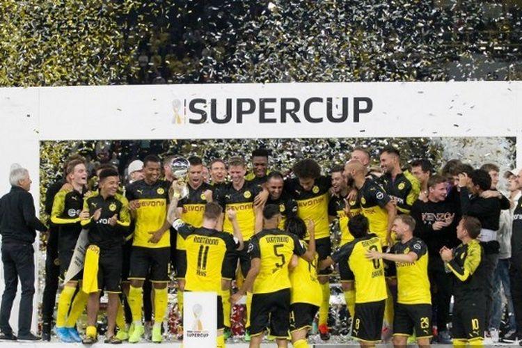 Borussia Dortmund merayakan gelar juara Piala Super Jeman setelah mengalahkan Bayern Muenchen pada 4 Agustus 2019.