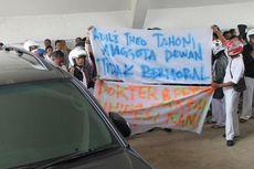 Gara-gara Kayu, Anggota DPRD Aniaya Warga