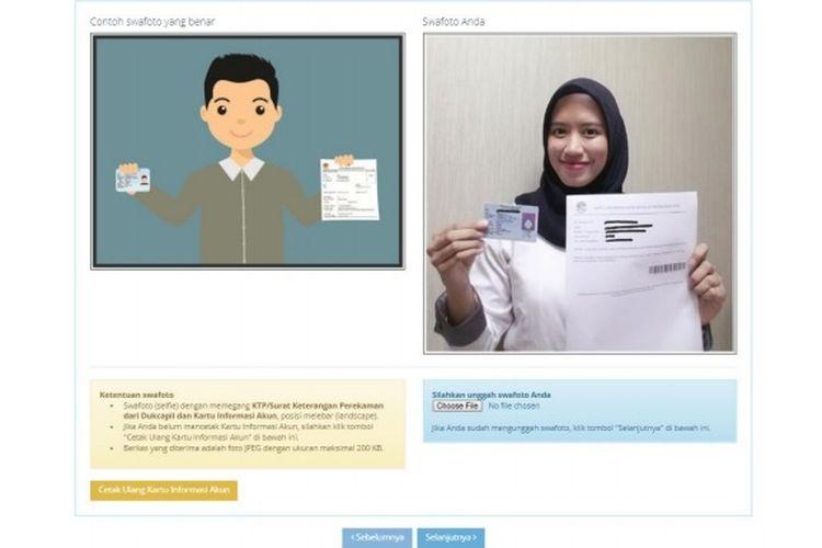 Ilustrasi swafoto saat memegang KIA dan KTP pada proses pendaftaran CPNS 2019