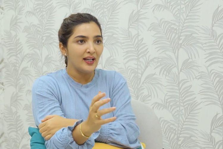Ashanty dan Raditya Dika yang sedang berbincang. (Bidikan layar YouTube Raditya Dika).