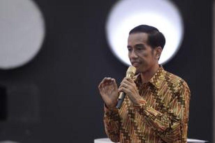 Calon Presiden nomor urut 2 Joko Widodo dalam acara Debat Capres 2014 putaran ketiga di Hotel Holiday Inn, Kemayoran, Jakarta, Minggu (22/6/2014) malam. Debat capres kali ini mengangkat tema 'Politik Internasional dan Ketahanan Nasional'.
