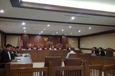 Teman Dekat Akil Mochtar Didakwa Ikut Melakukan Pencucian Uang