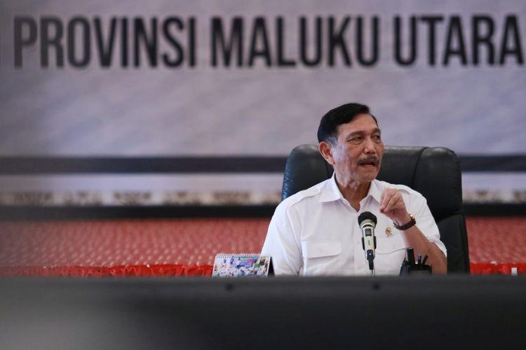 Menteri Koordinator Bidang Kemaritiman dan Investasi Luhut Binsar Pandjaitan saat melakukan kunjungan ke Sofifi, Maluku Utara untuk meninjau pembangunan infrastruktur di kota tersebut, Selasa (22/6/2021).