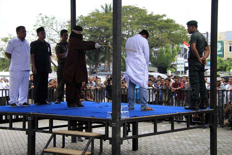 Ilustrasi hukuman cambuk di Aceh, sesuai dengan Qanun Aceh.