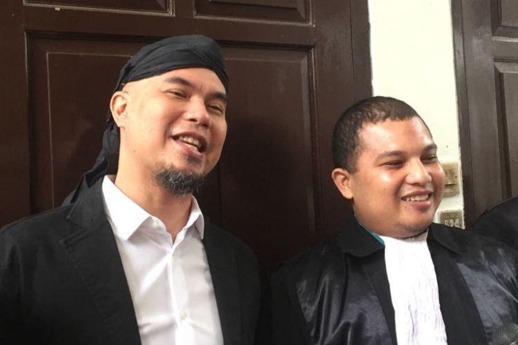Ahmad Dhani saat menghadiri sidang kasus ujaran kebencian yang menjeratnya di Pengadilan Negeri (PN) Jakarta Selatan, Senin (18/7/2018).