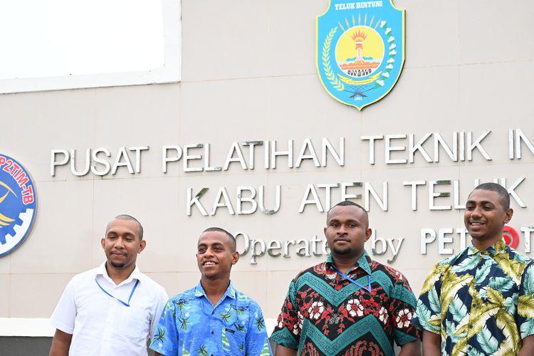 Siswa Papua di Pusat Pelatihan Teknik Industri Minyak dan Gas Kabupaten Teluk Bintuni (P2TIMTB), Papua Barat.