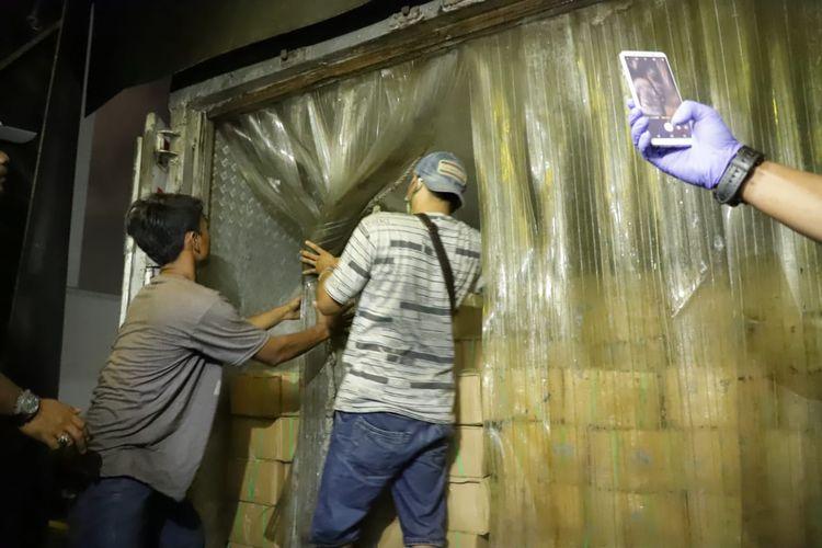 Penggagalan penyelundupan 54,97 ton ikan patin senilai Rp 2,7 miliar oleh Kementerian Kelautan dan Perikanan (KKP) dan Polri