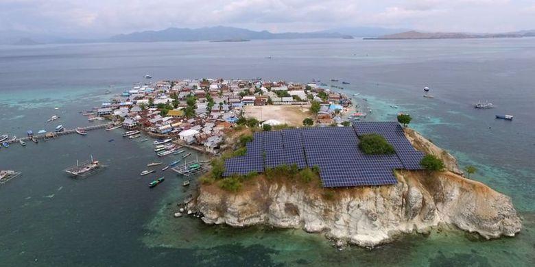 PLTS di Pulau Messa berjarak belasan meter dari permukiman warga.