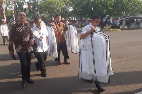 Jelang Pengumuman Kabinet Kerja Jilid 2, Puluhan Kemeja Putih Dibawa Masuk ke Istana