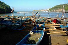 Gelombang Tinggi Terjang Pantai Selatan DIY, Nelayan Evakuasi Kapal