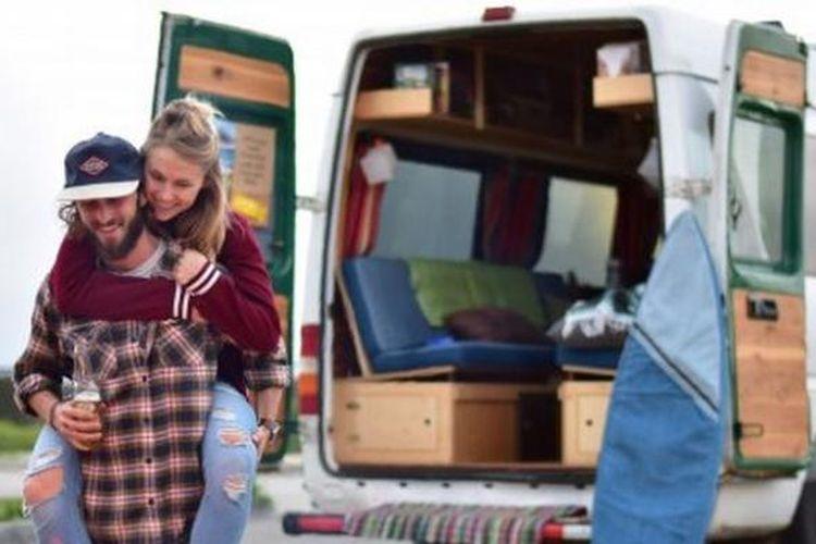 Pete Thuli (24) dan Taylor Bucher (23) menjelajah Amerika Serikat dengan mobil van modifikasi.