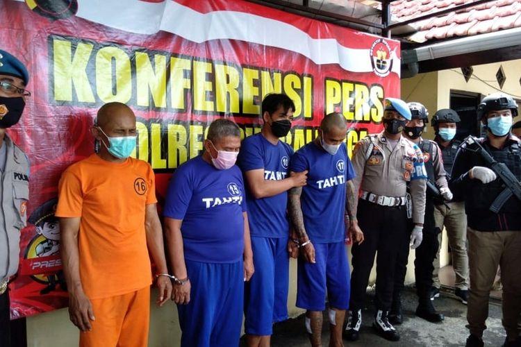 Satuan Reserse dan Kriminal (Satreskrim) Polres Purbalingga mengamankan empat tersangka pencuri dan penadah spesialis mobil pikup, Rabu (15/9/2021).
