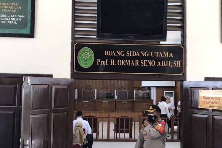 Sidang praperadilan tersangka kasus penghasutan dan kerumunan, Rizieq Shihab dilakukan di Ruang Sidang Utama Prof. H. Oemar Seno Adji Pengadilan Negeri Jakarta Selatan pada Senin (4/1/2021).