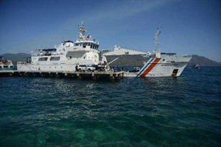 Tim Ekspedisi Sabang-Merauke melanjutkan perjalanan dari Pelabuhan Larantuka, Flores Timur, Nusa Tenggara Timur, menuju Pulau Alor dengan menggunakan Kapal Navigasi Bimasakti Utama milik Direktorat Jenderal Perhubungan Laut Kementerian Perhubungan, Rabu (9/10/2013).