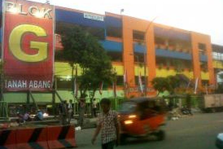 Pasar Blok G Tanah Abang, Jakarta Pusat, tampak dari luar, Selasa (20/80/2013).