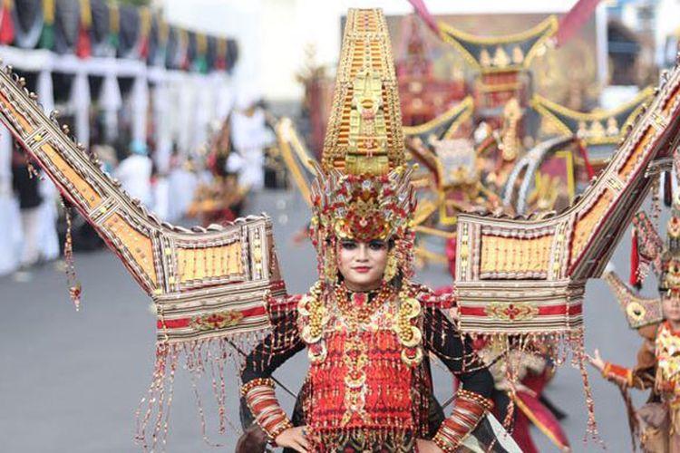 Jember Fashion Carnaval 2017 bertema Victory berlangsung di Alun-alun Kabupaten Jember, Jawa Timur, Minggu (13/8/2017). Hadir Presiden Joko Widodo dan Menteri Pariwisata Arief Yahya.