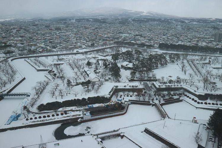 Pemandangan Benteng Goryokaku di Kota Hakodate, Prefektur Hokkaido, Jepang, Jumat (15/2/2019). Benteng ini dibangun di zaman Tokugawa Shogun untuk berlindung dari serbuan penjajah Rusia.