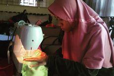Belajar di Rumah, Siswa Disabilitas Buat Masker Kain untuk Disumbangkan