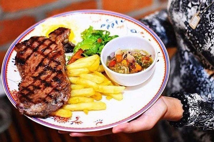Steak with Sambal Matah Sauce di Prabu Steak &  Coffee.