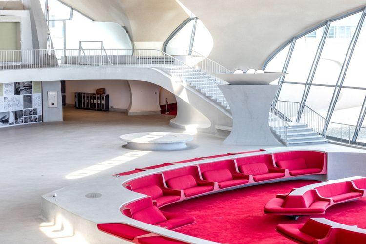 Setiap terminal di bandara diubah menjadi kamar hotel yang mencakup 512 ruangan.