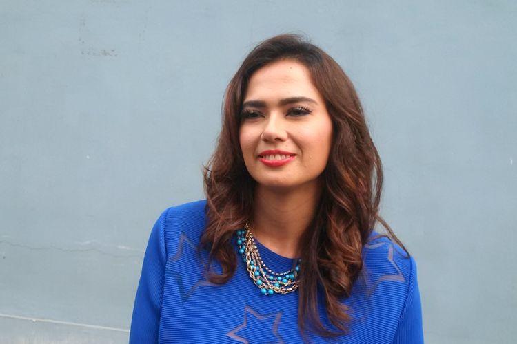 Catherine Wilson berpose di Gedung Trans, Mampang Prapatan, Jakarta Selatan, Rabu (17/10/2018).