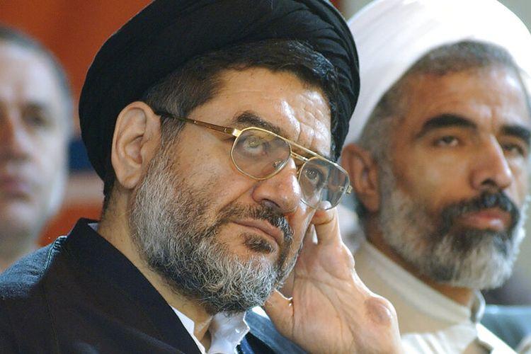 Ali Akbar Mohtashamipour (sorban hitam) mendengarkan pembicara dalam sebuah pertemuan di Teheran, Iran, pada 4 Desember 2003.