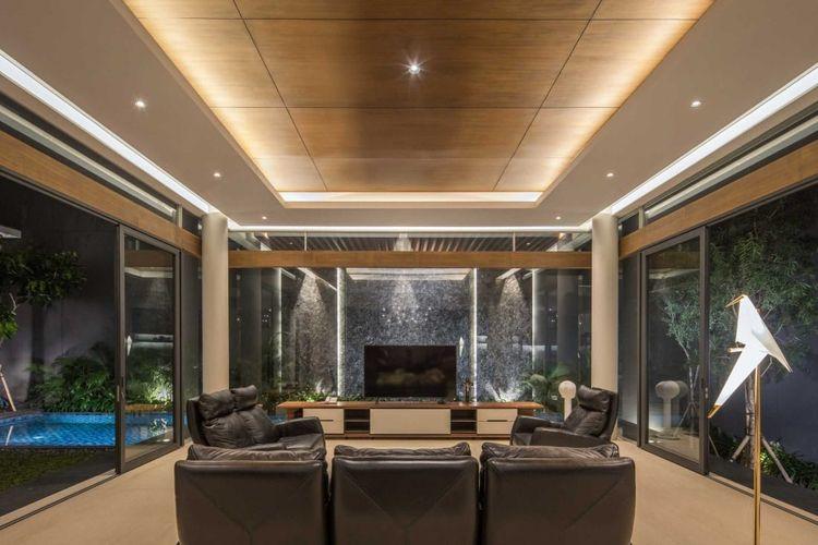 Ruang keluarga modern minimalis karya Rakta Studio // Arsitag.com