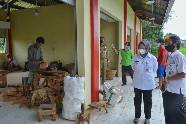 Bupati Purbalingga, Jawa Tengah, Dyah Hayuning Pratiwi melakukan sidak ke sejumlah proyek fisik, Rabu (30/12/2020).