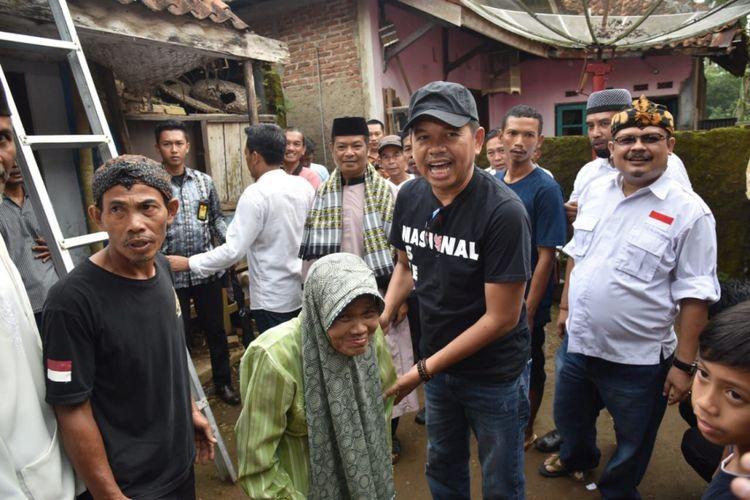 Dedi Mulyadi saat menemui Mak Oomndi Cihaurbeuti, Ciamis, Jawa Barat, Jumat (20/4/2018)