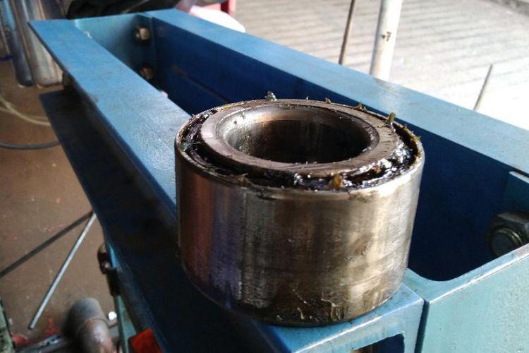 bearing pada ban depan mobil