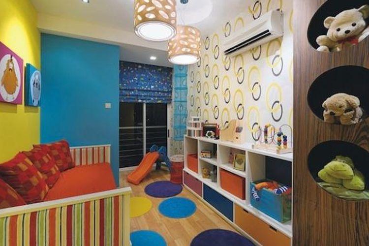 Membawa terlalu banyak barang dekoratif ke dalam kamar anak akan membuat kamar anak terasa penuh, mudah berantakan, bahkan berpotensi mengundang debu.