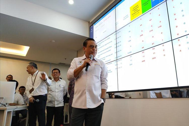 Menteri Pendayagunaan Aparatur Negara dan Reformasi Birokrasi (Menpan RB) Syafruddin memantau kehadiran Aparatur Sipil Negara (ASN) di seluruh Indonesia pasca libur Lebaran di ruang Command Centre, Jakarta ,Senin (10/6/2019).