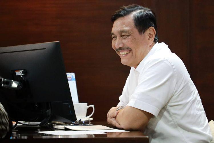 Menteri Koordinator Bidang Kemaritiman dan Investasi Luhut Binsar Pandjaitan memimpin rakor terkait pengembangan alat PCR dan rapid test secara daring, di Jakarta, Jumat (2/10/2020).
