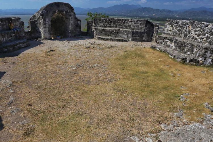 Benteng Otanaha, bekas peninggalan Portugis.