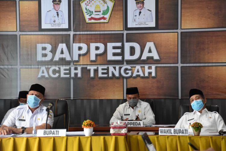 Bupati Aceh Tengah, Shabela Abubakar dan Wakil Bupati Aceh Tengah, Firdaus dalam sebuah kegiatan di Aceh Tengah.